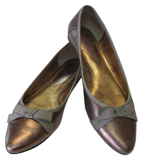 Nine West Very Good Condition Leather Size 8.00 Bronze Flats