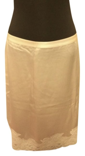 Preload https://img-static.tradesy.com/item/4944193/banana-republic-cream-satin-lace-knee-length-skirt-size-6-s-28-0-0-650-650.jpg