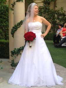 David's Bridal White Chiffon V9409 Feminine Wedding Dress Size 8 (M)