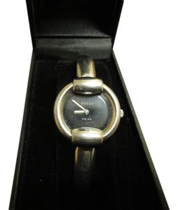 Gucci Authentic Gucci 1400L Women's Watch Water Resistant to 3 ATM Accurate Time Fits up to 6.5