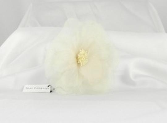 Preload https://img-static.tradesy.com/item/49596/toni-federici-ivory-peony-haircomb-hair-accessory-0-0-540-540.jpg