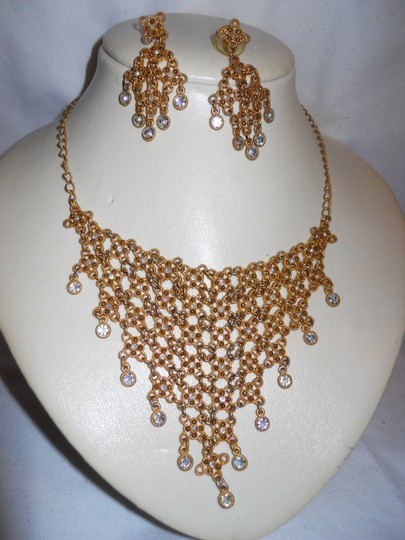 Other bib rhinestone necklace and earrings Image 3