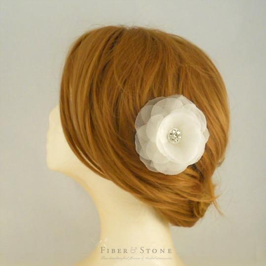 Ivory/Silver Fiber Stone Flower Clip Hair Accessory