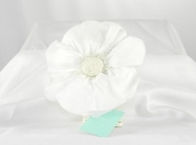 Jennifer Leigh Couture Veils and Accessories White Chloe Hairclip Hair Accessory Jennifer Leigh Couture Veils and Accessories White Chloe Hairclip Hair Accessory Image 1