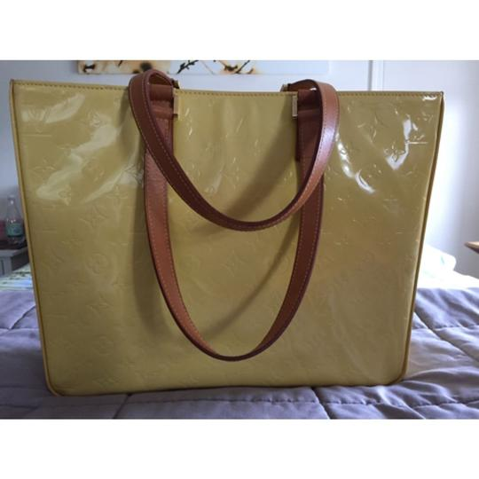 Louis Vuitton Large Vernis Tote Tote in Yellow