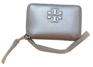 Tory Burch Tory Burch Thea Silver Smartphone Wristlet
