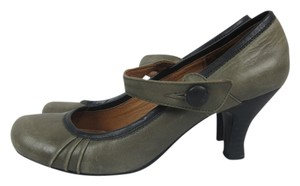 Steve Madden Round Toe Vintage Piping gray, black Pumps