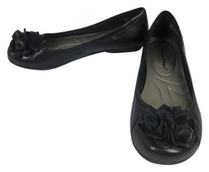 Bare Traps Bow Flower Ballet black Flats