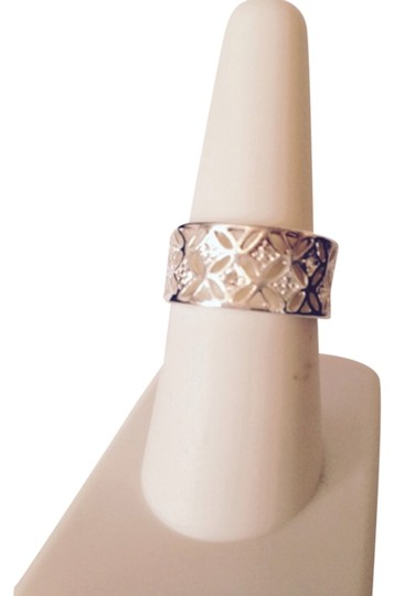 Preload https://img-static.tradesy.com/item/4969714/clearsilver-embellished-by-leecia-size-7-ring-0-0-540-540.jpg