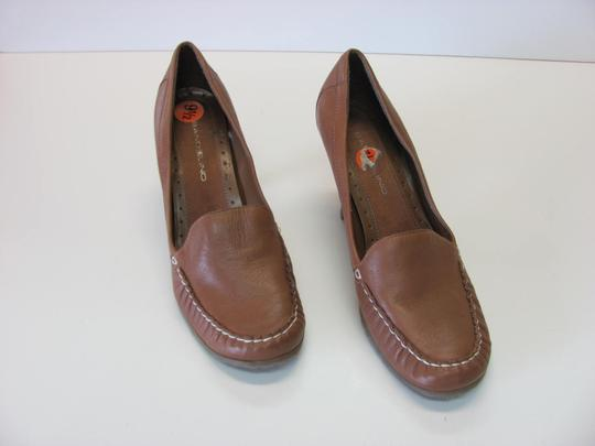 Bandolino Very Good Condition Size 9.50 Neutral Pumps