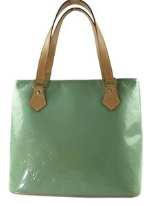 Louis Vuitton Houston Patent Leather Green Leather Leather Lw0949 Tote in Light Green