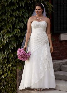 David's Bridal Ivory Lace Strapless Fit and Flare Gown with Split Feminine Wedding Dress Size 18 (XL, Plus 0x)