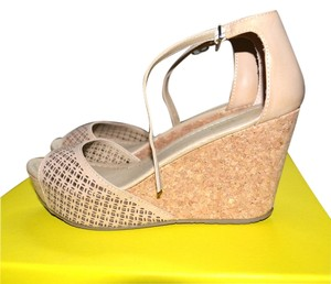 Kenneth Cole Tan/Brown Wedges