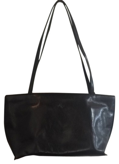 Preload https://item4.tradesy.com/images/black-leather-tote-5014573-0-0.jpg?width=440&height=440
