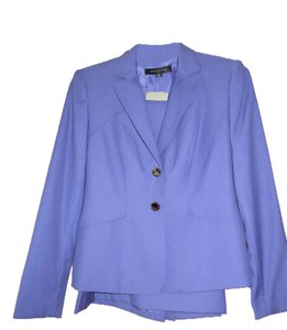 Anne Klein NEW WITH TAGS, GORGEOUS PURPLE ANNE KLEIN SKIRT SUIT, 2 SILVER BUTTON JACKET, RETAIL $320, SIZE 6PETITES