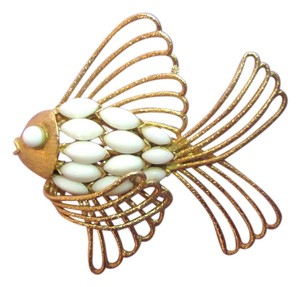 Corocraft COROCRAFT FISH PIN GOLD TONE WHITE GLASS BEAD PISCES SIGNED