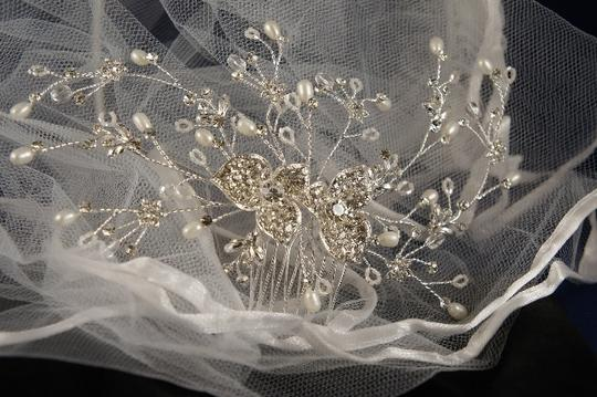 Preload https://item1.tradesy.com/images/silverrhodium-plate-pearl-flower-vine-comb-hair-accessory-50170-0-0.jpg?width=440&height=440
