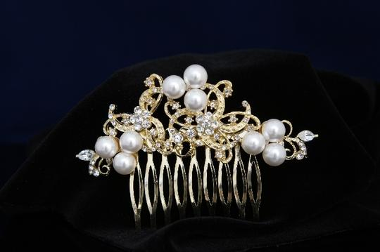Preload https://item3.tradesy.com/images/goldgold-plate-faux-pearl-rhinestone-comb-hair-accessory-50187-0-0.jpg?width=440&height=440
