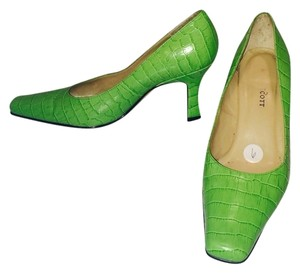 Karen Scott Bright Green Pumps