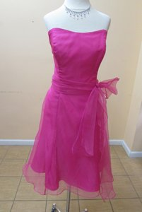 Alfred Angelo Fuchsia Organza 7095 Modern Bridesmaid/Mob Dress Size 14 (L)
