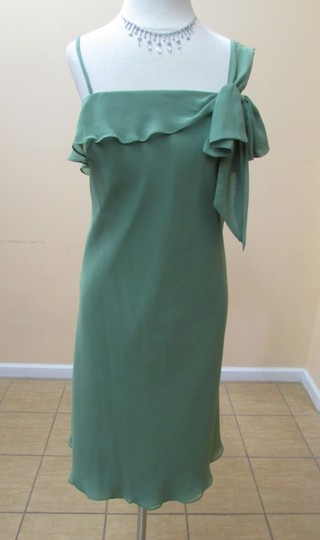 Alfred Angelo Clover Chiffon 7096 Modern Bridesmaid/Mob Dress Size 8 (M)
