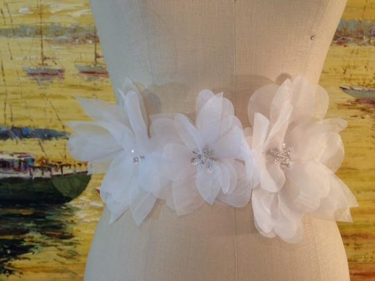 White Ivory Champagne Blush With Light Flowers Size 6 Sash