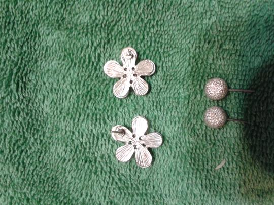 Other 2 Pairs of earrings