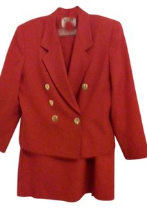 Kasper VINTAGE KASPER 2 Pc Suit w/Classic Wrap Skirt, Gold Chain & Buttons