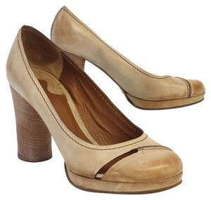 Chloé Tan Distressed Leather Pumps