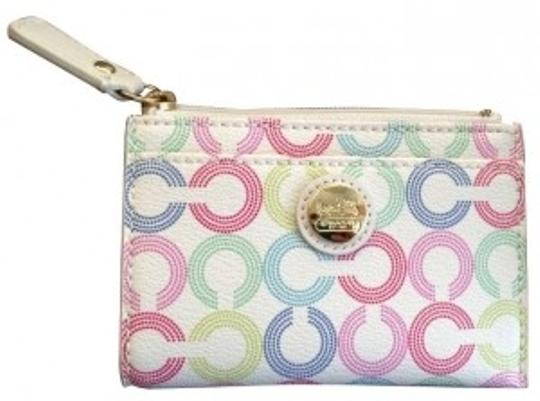 Preload https://item5.tradesy.com/images/coach-white-wristlet-5059-0-0.jpg?width=440&height=440