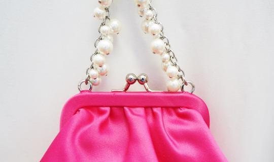 Carolee New Satin Coin Purse Snap Kiss Lock Pouch Pearl Chain Evening Clutch Handbag Wristlet in Pink