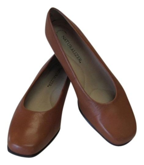 Naturalizer New Excellent Condition Leather Size 7.50 Wide Neutral Pumps