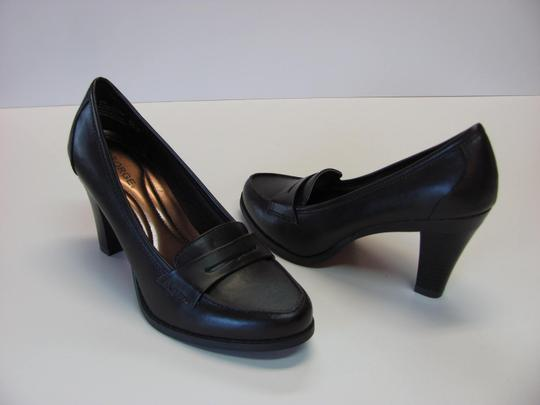 George New Excellent Condition Size 7.00 BROWN Pumps