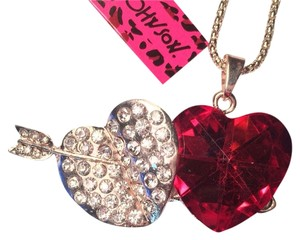 Betsey Johnson NWT Betsey Johnson Crystal Hearts & Arrow Necklace