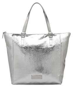 Marc by Marc Jacobs Tote in foil silver