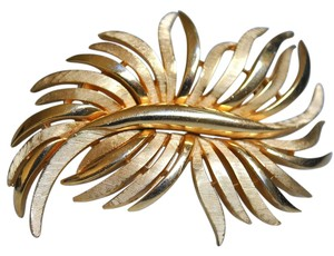 CROWN TRIFARI VINTAGE CROWN TRIFARI GOLD LEAFY BROOCH