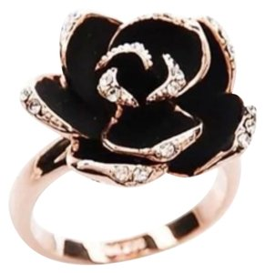 BLACK & GOLD FLOWER RING - SIZE 7 - ADJUSTABLE BLACK & GOLD FLOWER RING - SIZE 7