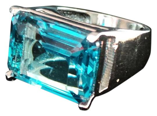 Preload https://item2.tradesy.com/images/unknown-stunning-london-blue-topaz-solitare-925-sterling-silver-14k-ring-75-5088241-0-2.jpg?width=440&height=440