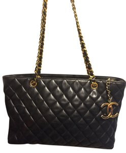 Chanel Like New Tote in Black