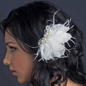 Brittania Freshwater Pearl & Crystal Feather Wedding Bridal Clip