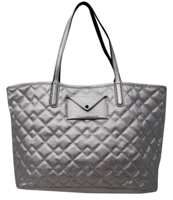 Item - Pocket Front M60-65 B84 Silver Leather Tote