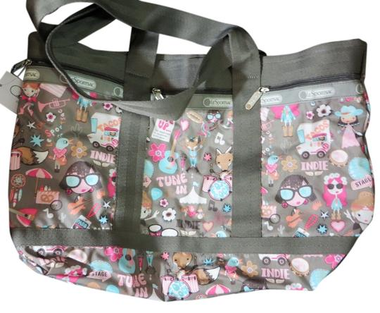 Preload https://img-static.tradesy.com/item/5092006/lesportsac-top-zip-large-with-pouch-multicolor-nylon-tote-0-0-540-540.jpg