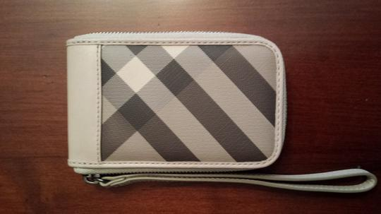 Burberry Wristlet in Trench