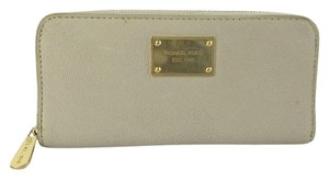 MICHAEL Michael Kors Jet Set Zip Around Wristlet in vanilla white