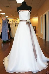 Ivory Private Label By G Wedding Dress Size 6 (S)
