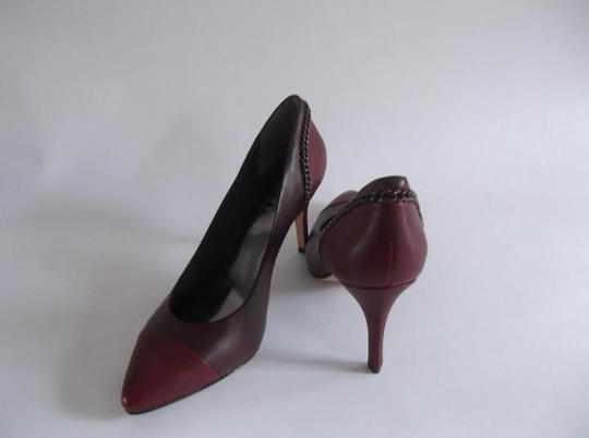 """DKNY Classy And Edgy Has A Chain Detail Two Tone Upper Leather 4"""" Heel Cushion And The Has A Man-made Pads For Traction BURGUNDY & Dark red Pumps"""