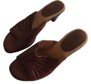 softspots brown Mules