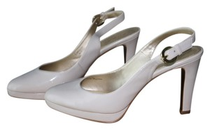 Tahari Cream/Beige Pumps
