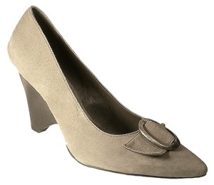 B. Makowsky Suede Silver Taupe Pumps