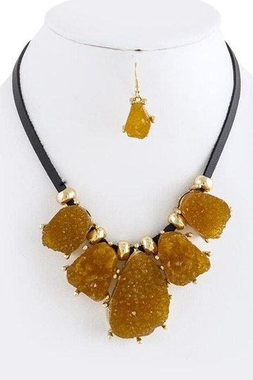 Preload https://item5.tradesy.com/images/unknown-faux-brown-druzy-bib-necklace-set-5116984-0-0.jpg?width=440&height=440